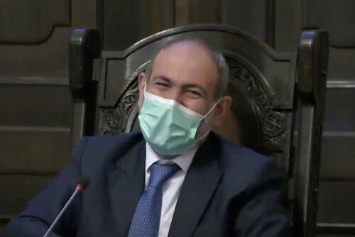 Пашинян заявил, что в Армении на самом деле есть 14 тысяч зараженных коронавирусом и пригрозил принудить все население Армении носить маски даже дома, добавив, что это он преувеличивает. ВИДЕО