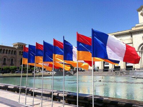 Да здравствует братство Армении и Франции! Почему центр европейской цивилизации стоит рядом с Арцахом