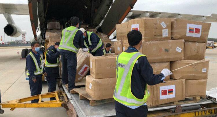Китай выслал огромную медицинскую помощь Армении. На коробках надпись: «Пусть наша дружба будет выше Арарата и дольше Янцзы»