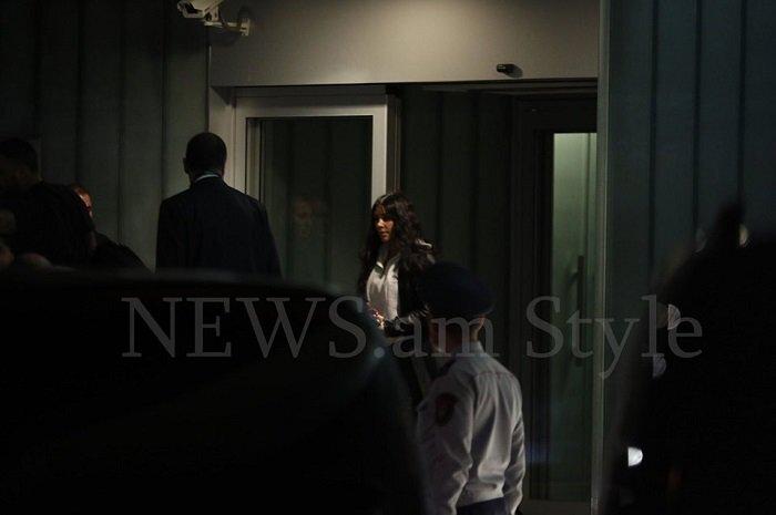Ким Кардашян прилетела в Ереван и вышла из президентского терминала аэропорта — подальше от журналистов. ПЕРВОЕ ФОТО, ВИДЕО