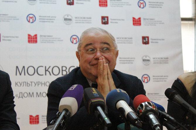 Евгений Петросян прилетел в Ереван, заговорил по-армянски, рассказал об армянском юморе, разводе и посещении музея Геноцида армян