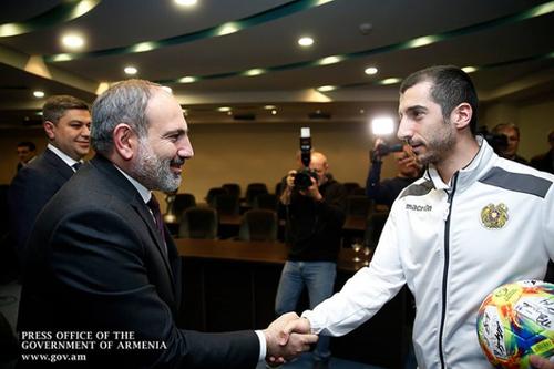 Никол Пашинян позвонил Генриху Мхитаряну: «Мы восхищаемся и гордимся!»