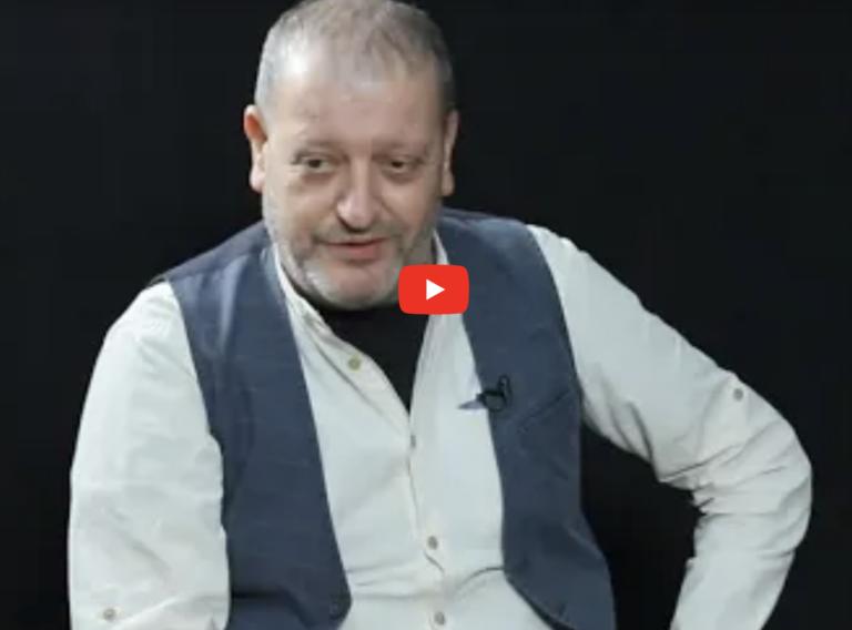 Потерявший на войне сына певец Давид Амалян считает Никола Пашиняна ничтожеством, на которого даже руку поднимать не хочется. ВИДЕО