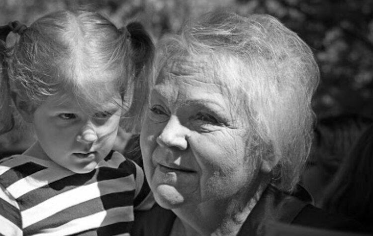 Как карантин заставляет по-другому смотреть на жизнь: замечательный рассказ о бабушке и ее внучке в эпоху пандемии