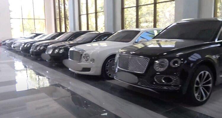 Служба нацбезопасности показала на ВИДЕО скромную жизнь Гагика Царукяна: гараж с десятками дорогущих машин, дворец шейха, львов в клетке, а также расписки депутатов о верности