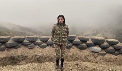 Есть идиоты, которые до сих пор верят, что Анна Акопян защищает Арцах. Укладку волос ей, скорее всего, делала Мехрибан Алиева