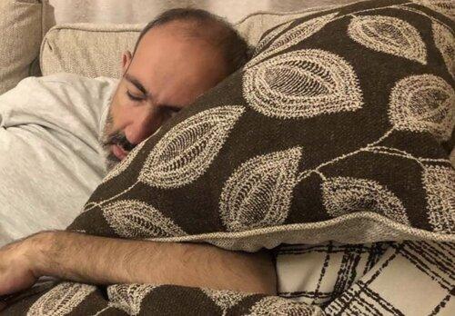 Хорошо ли тебе спится, Никол Пашинян? Снятся ли тебе лица обивающих пороги инстанций родителей, которые пытаются узнать хоть что-то о своих детях?