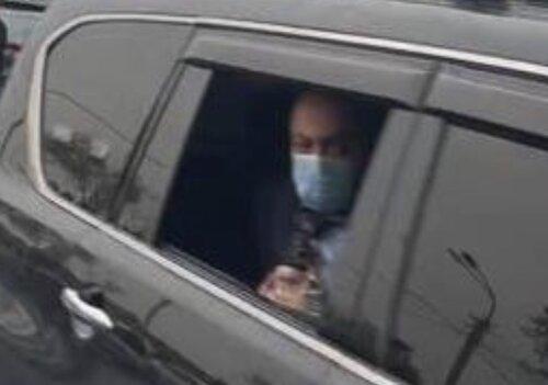 Кортеж Никола Пашиняна уже проезжает по улицам Еревана, угрожая гражданам автоматами. ВИДЕО