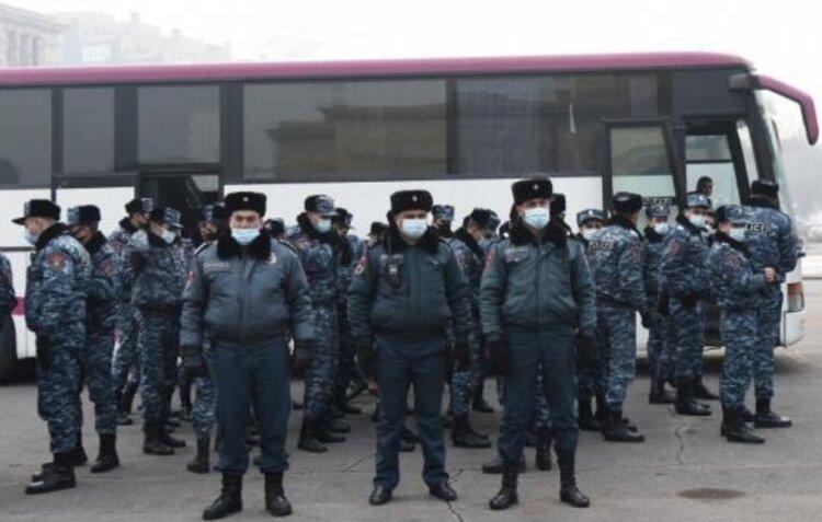 Полиция — единственная опора Пашиняна
