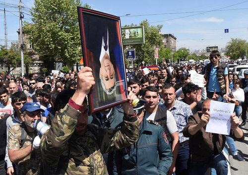 Я смеюсь и плачу, я рыдаю и хохочу: о несовершенности армянской «революции»
