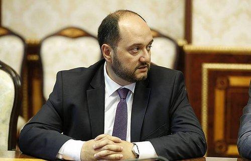 Араику Арутюняну нельзя уходить в отставку под дудку мерзких провокаторов