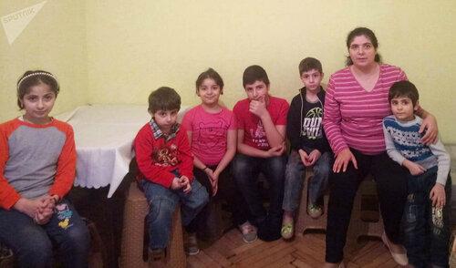 «Какая разница, от вируса умрут или голода»: мать шестерых детей в Ереване попала в капкан ЧП и просит о помощи