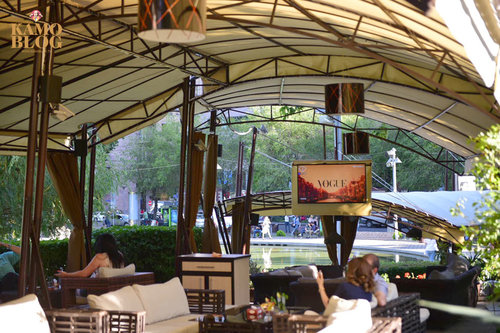 Сказано — не сделано: вокруг оперы большинство уродливых кафе как процветали так и процветают. О дешевом популизме Айка Марутяна