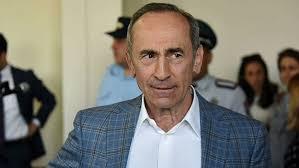 Кочарян раздает 15 тысяч драмов за подпись в свою поддержку