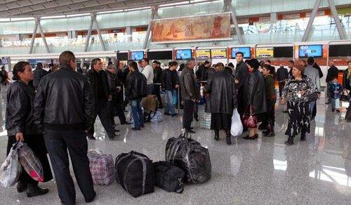 Армянские мужчины, каждый год выезжавшие на заработки в Россию, в этом году остались на родине: чем они занимаются