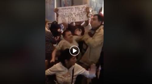 Прихожане церкви в Ереване устроили отчаянный пикет против католикоса на литургии: полиция, бандиты или святой дух — что больше по душе горе-патриарху?