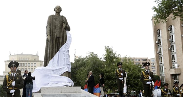 Алиев пожаловался на памятник Гарегину Нжде, Пашинян поставил его на место