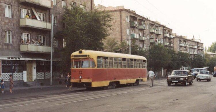 Как Роберт Коачарян с Сержем Саргсяном уничтожили ереванский трамвай, положив в карман миллионы с продажи рельсов и проводов. ВИДЕО