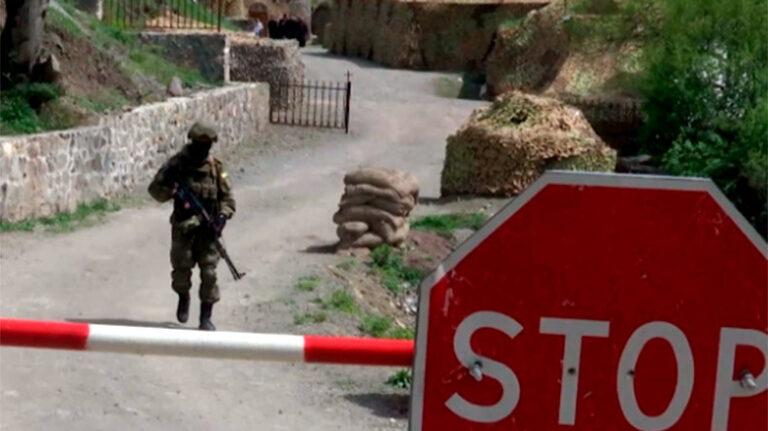Ռուս խաղաղապահները մաքրել են Կարմիր Շուկային հարակից տարածքը և ուխտավորների ուղեկցել Ամարաս ու Դադիվանք