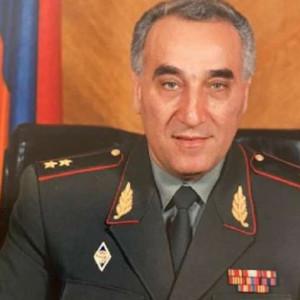 Карлос ПЕтросян