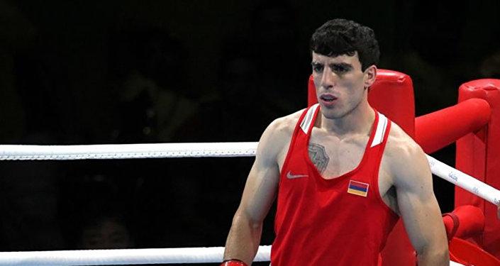 Армянский боксер уверенно победил азербайджанца на Олимпиаде в Токио