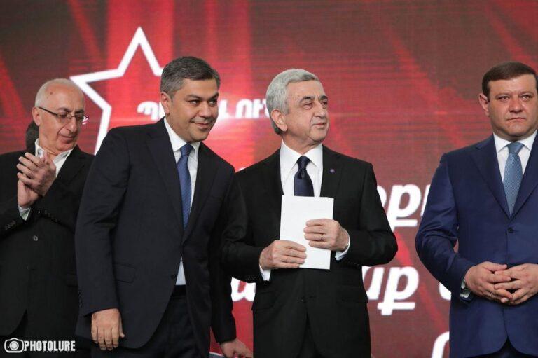 Блок «Честь имею» принял депутатские мандаты, не признавая результаты выборов