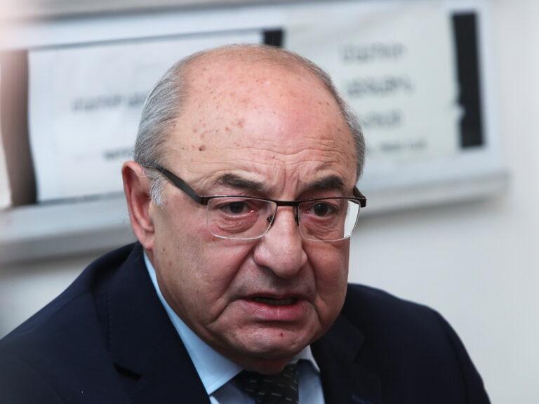Вазгена Манукяна судят за призывы к «захвату власти»