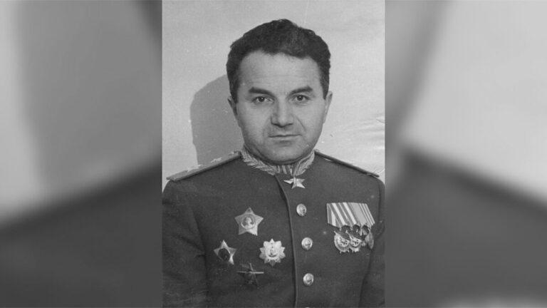 «Нельзя забывать о вкладе армян Карабаха в Победу»: российские военные осудили Азербайджан за уничтожение памятников армянским героям ВОВ